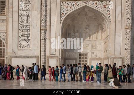tourists queuing at the Taj Mahal, Agra, India - Stock Photo