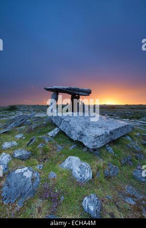 Dawn at Poulnabrone Dolmen, The Burren, County Clare, Ireland. - Stock Photo