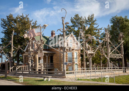 kansas usa s p dinsmoors populist visionary outsider art sculpture garden of eden and limestone cabin - Garden Of Eden Kansas