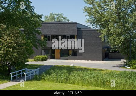 Europa, Deutschland, Schleswig Holstein, Neukirchen, Seebuell, Nolde Stiftung, Ansicht vom Garten auf das Ausstellungsgebaeude - Stock Photo