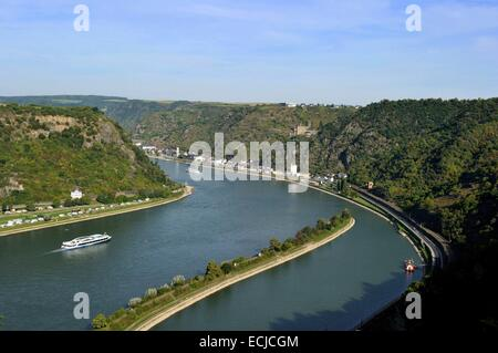 Germany, Rhineland Palatinate, View from the Loreley (Lorelei) rock to Sankt Goarshausen and the (Burg) castle of - Stock Photo