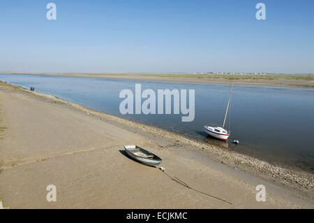 France, Somme, Saint Valery sur Somme, estuary of the Somme, two boats moored - Stock Photo