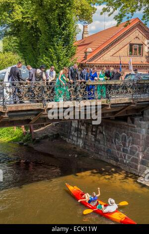 Lithuania (Baltic States), Vilnius, district of Uzupis, district of the Other Bank, the bridge above the river Vilnia, - Stock Photo