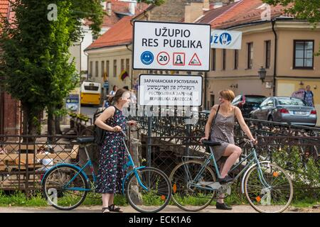 Lithuania (Baltic States), Vilnius, district of Uzupis, district of the Other Bank, road sign on the border before - Stock Photo