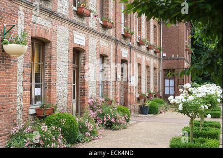 France, Seine Maritime, Allouville Bellefosse, the former town hall and school - Stock Photo