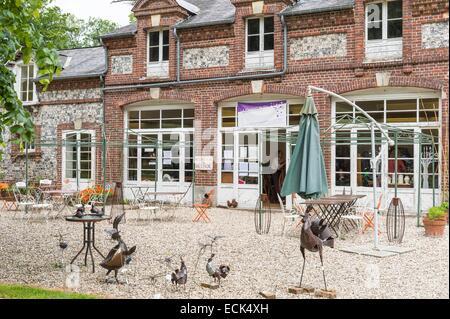 France, Seine Maritime, Varengeville sur Mer, Le Piment Bleu, tearoom and quality craftsmanship in the old cider - Stock Photo