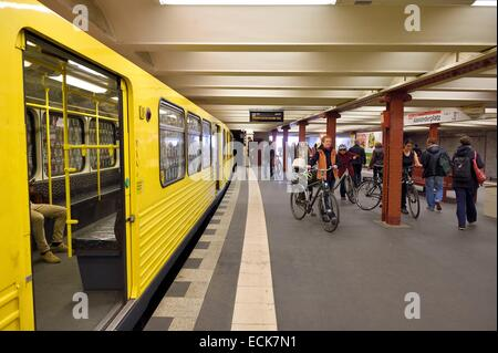 Germany, Berlin, U Bahn, metro station at Senefelderplatz - Stock Photo