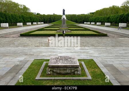 Germany, Berlin, Soviet memorial in the Treptower park - Stock Photo