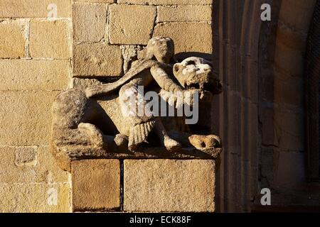 France, Morbihan, Malestroit, Saint Gilles church, Sculpture of Samson slaying the lion - Stock Photo