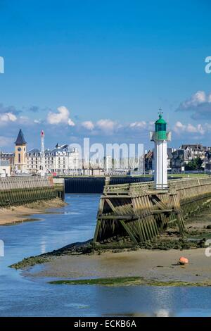 France, Calvados, Pays d'Auge, Trouville sur Mer, lighthouse and the Touques river - Stock Photo