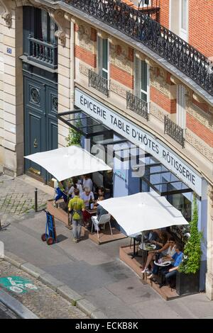 France, Paris, the city view from the heights of Montmartre, rue Lepic, Jeanne B restaurant and its terrace on the - Stock Photo