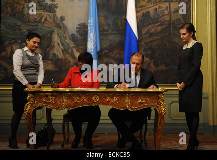 Moscow, Russia. 16th Dec, 2014. Russian Foreign Minister Sergei Lavrov (2nd R) and the United Nations World Food - Stock Photo