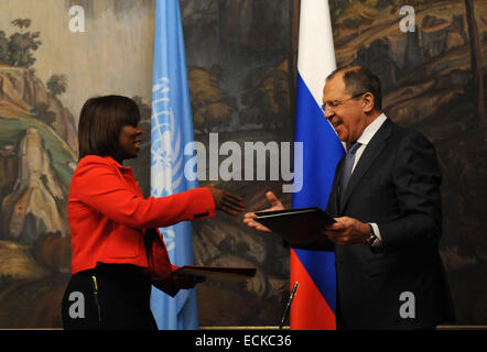 Moscow, Russia. 16th Dec, 2014. Russian Foreign Minister Sergei Lavrov (R) and the United Nations World Food Programme - Stock Photo