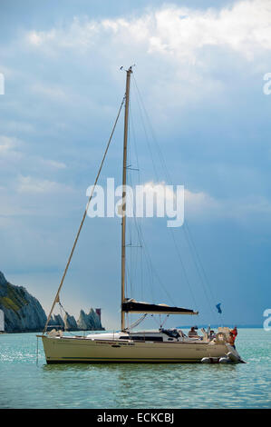 Vertical view of a yacht anchored near the Needles in the Isle of Wight. - Stock Photo