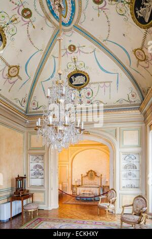 Bedroom of the early 20th century with a bed a potbelly - Milar palma de mallorca ...
