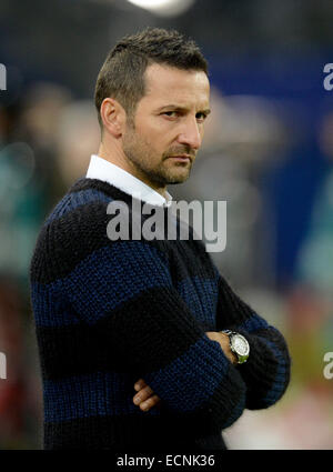 Hamburg, Germany. 16th Dec, 2014. Hamburg's trainer Josef Zinnbauer gestures before the German Bundesliga soccer - Stock Photo