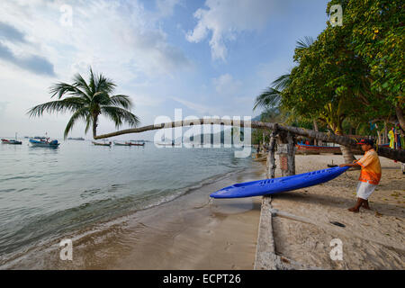 kayak and leaning coconut tree on Sairee Beach, Koh Tao, Thailand - Stock Photo