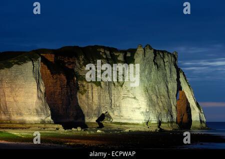 Falaise d'aval at dusk, sea cliff, Étretat, Côte d'Albatre, Haute-Normandie, Normandy, France, Europe - Stock Photo