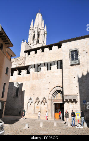 Girona, Historic centre,  Catalonia, Spain with the Church of Sant Feliu in the background - Stock Photo
