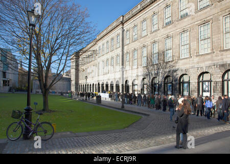 Ireland, Dublin, Trinity College buildings on College Green, Tourists queuing to enter the library to see the Book - Stock Photo