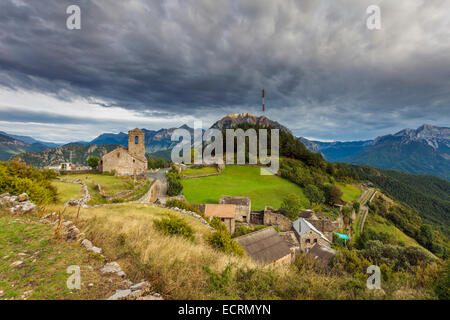 The village of Tella in the Pyrenees mountains, Huesca, Aragón, Spain. St Martin's church. - Stock Photo