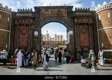 Bāb al-Yaman, Yemen Gate, and the old city of Sana'a, UNESCO World Heritage Site, Sana'a, Yemen - Stock Photo