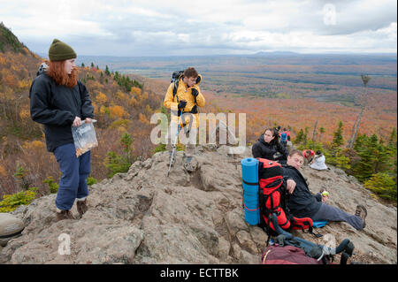 Hikers taking a break on Mont Chauve in Orford national park, province of Quebec, Canada. - Stock Photo