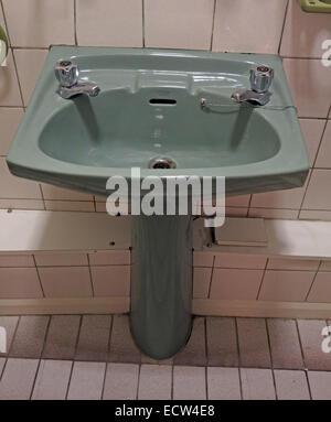 Classic 1970s 1980s green avocado bathroom suite Toilet ...