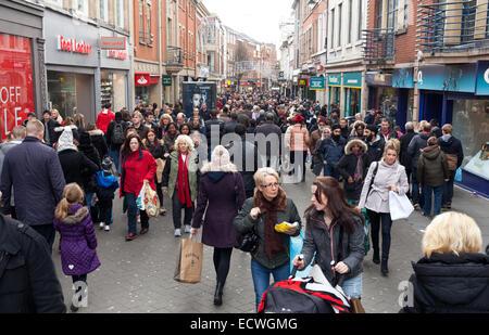 Clumber Street, Nottingham, UK. 20th December 2014. Christmas shoppers on Clumber Street in Nottingham city centre - Stock Photo