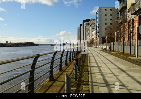 Waterfront flats at Glasgow harbour in Partick in Glasgow, Scotland - Stock Photo