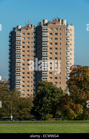 Herne Hill House and Park View House, residential flats in Herne Hill, South London, alongside Brockwell Park - Stock Photo