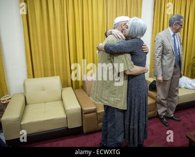 USAID contractor Alan Gross, imprisoned in Cuba for five years, is reunited with his wife Judy Gross after his release - Stock Photo