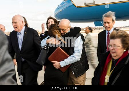 USAID contractor Alan Gross, imprisoned in Cuba for five years, is greeted after a flight back from Cuba following - Stock Photo