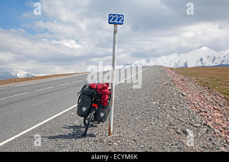 Touring bicycle on the Irkeshtam pass, border crossing between Kyrgyzstan and Xinjiang, China - Stock Photo