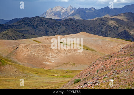 The Irkeshtam pass, border crossing between Kyrgyzstan and Xinjiang, China - Stock Photo
