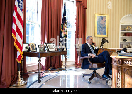 President Barack Obama talks on the phone with Alan Gross, who was en route to the United States from Cuba, in the - Stock Photo