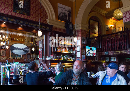 Ireland, Dublin, people in the Merchant's Arch Pub, Temple Bar quarter - Stock Photo