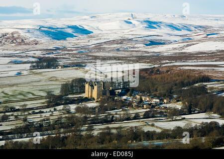 Castle Bolton village and castle. Wensleydale - Stock Photo
