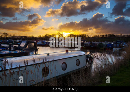 Rufford, Burscough, near Preston, Lancashire, UK 24th December, 2014.  UK Weather.  A chilly start to the day with - Stock Photo