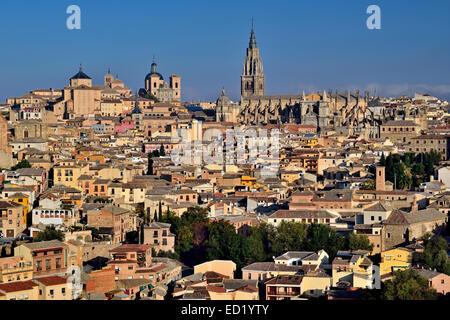 Spain, Castilla-La Mancha: View to the medieval town of Toledo