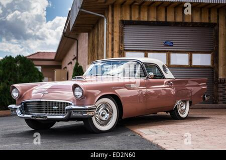 Retro dream car, on the road to Grand Canyon - Stock Photo