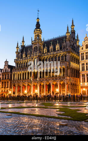Bruxelles, Belgium. Night image with Grand Place (Grote Markt) and Maison du Roi, built in 1536 - Stock Photo
