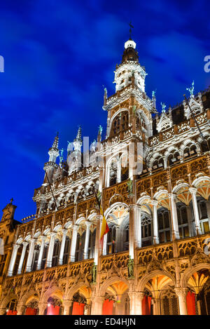 Bruxelles, Brussels, Belgium. Night image with Grand Place (Grote Markt) and Maison du Roi, built in 1536 - Stock Photo