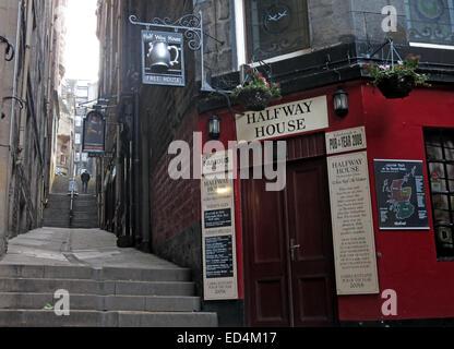Halfway House Pub, Fleshmarket Close, Edinburgh City, Scotland, UK - Stock Photo