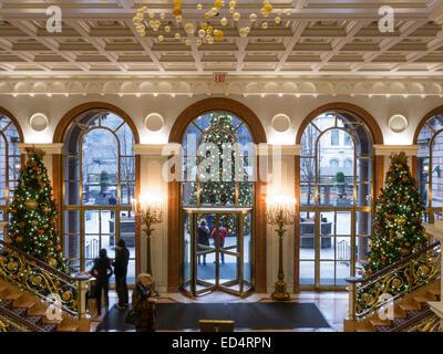 Madison Avenue Entrance of The Lotte New York Palace Hotel, Holiday Stock Photo: 64350175 - Alamy