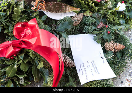 XMas tribute to Wilhelmina J in April 1991, when six crew died - Stock Photo