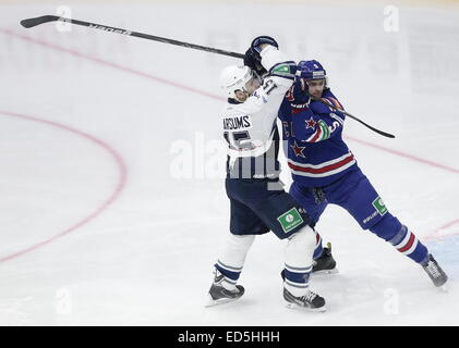 St. Petersburg, Russia. 28th Dec, 2014. Dynamo's Martins Karsums (L) and SKA's Roman Rukavishnikov in a KHL game - Stock Photo