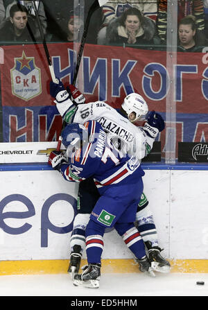 St. Petersburg, Russia. 28th Dec, 2014. SKA's Artemy Panarin (foreground) and Dynamo's Konstantin Glazachev and - Stock Photo