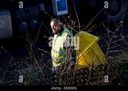 Wimbledon, London, UK. 29th December 2014. Merton council bin men collect the Christmas rubbish from households - Stock Photo