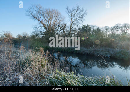 River Wandle, Merton, London, UK. 29th December, 2014. UK weather. Sharp frost and blue skies after sunrise in London - Stock Photo